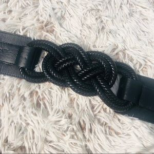 Black chunky belt with knot stretch waist button